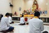 Umat Buddha di Sampit ikuti ibadah Waisak secara virtual