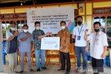 Dua Kelompok Tani Desa Lampoko Barru terima TJSL dari PLN