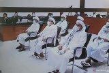 Rizieq Shihab divonis delapan bulan penjara untuk kasus kerumunan Petamburan