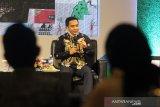 Kepala Kantor Perwakilan Bursa Efek Indonesia Pontianak Taufan Febiola menjadi pembicara dalam Bincang Pasar Modal di Pontianak, Kalimantan Barat, Jumat (28/5/2021). Bincang pasar modal yang diadakan Kementerian Pariwisata dan Ekonomi Kreatif (Kemenparekraf) bersama Bursa Efek Indonesia (BEI) tersebut ditujukan bagi pelaku UMKM pariwisata dan ekonomi kreatif  Pontianak yang sedang merintis di tahap awal dalam mengenali dunia pasar modal. ANTARA FOTO/Jessica Helena Wuysang