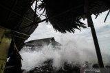 Waspada gelombang hingga 6 meter di perairan Indonesia