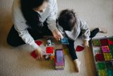Ternyata menemani anak bermain bisa bantu orangtua kurangi stres