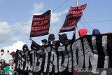 Aksi menuntut kelanjutan pembangunan Stadion Mattoanging