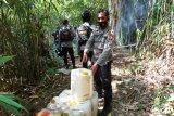 Polisi gerebek tempat penyulingan miras  cap tikus dan saguer