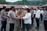 Warga dan Polisi di Sangihe terima penghargaan dari Kapolda