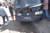 Tiga mobil tabrakan beruntun di jalan raya Batukliang Loteng