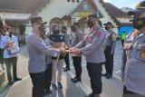 Pacu motivasi, Kapolres Bukittinggi berikan penghargaan personel berprestasi