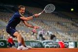 Medvedev habiskan dua jam untuk melaju babak ketiga French Open