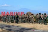 Prajurit Intai Amfibi (Taifib) Korps Marinir TNI AL dan United States Marines Corps Reconnaissance Unit mengikuti Briefing Awal Latihan Bersama (Latma) dengan sandi Reconex 21-II di Titik Tinjau (T.12) Pusat Latihan Pertempuran Marinir (Puslatpurmar) 5 Baluran, Situbondo, Jawa Timur. Kamis (03/06/2021). Latma tersebut bertujuan untuk meningkatkan interoperabilitas dan kemampuan satuan Intai Amfibi Korps Marinir TNI Angkatan Laut dan USMC Reconnaissance Unit melalui latihan teknis dan taktis serta latihan satuan setingkat peleton dengan fokus pada operasi intai amfibi.Antara Jatim/Serma Mar Kuwadi/zk