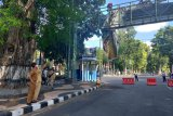 Dinas PUPR Mataram menertibkan papan reklame langgar aturan