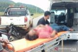 Seorang pengendara kritis akibat tabrak mobil terparkir di badan jalan Kolaka Utara