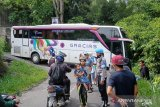 Gunakan google map menuju Lubukbasung, bus pariwisata  besar tersangkut di Kelok 44 Agam