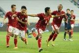 Pesepak bola Timnas Indonesia Evan Dimas (ketiga kiri) melakukan selebrasi dengan rekan-rekannya usai membobol gawang Timnas Thailand dalam pertandingan Grup G Kualifikasi Piala Dunia 2022 zona Asia di Dubai, Uni Emirat Arab, Kamis (3/6/2021) malam. Timnas Indonesia menahan seri 2-2 Timnas Thailand dalam pertandingan tersebut. ANTARA FOTO/Humas PSSI/handout/APP/nym
