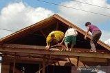 Seorang warga Kapuas terpental dari atap rumah usai kesetrum listrik