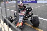 Pirelli duga serpihan mobil sebabkan kecelakaan Stroll dan Verstappen