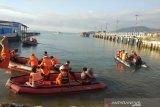 Petugas SAR Kendari masih mencari dua korban kecelakaan perahu di Danau Towuti