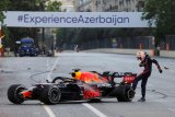 Max Verstappen tak senang dengan penjelasan Pirelli soal pecah ban di Baku