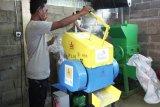 PLN bantu mesin pencacah dukung pengelolaan sampah di Kabupaten Ende
