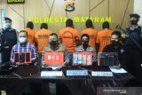 Tiga kakak adik di Mataram kompakan jadi pengedar sabu