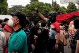 Anggota KIP Jateng kritik kerumunan di sentra vaksinasi Gradhika