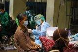 Sekitar 1.000 pedagang Pasar Sleman lakukan vaksinasi COVID-19