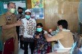 Pemberian vaksin bagi masyarakat di Sukamara mampu melebihi target
