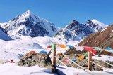 Menjumpai etnis Yugur di atas ketinggian 3.830  mdpl puncak Bars Snow