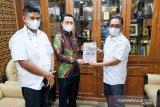 Pemkab Kampar dan Syahrul Aidi serahkan prososal lanjutan pembangunan jalan