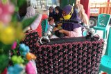 Tas rajut karya ibu kampung KB Berok tembus pasar Australia