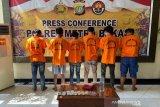 Polisi ringkus 6 preman pemalak sopir kontainer Marunda Center