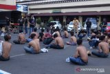 Polisi Makassar amankan seratusan orang diduga preman