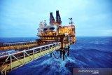 Prospek permintaan membaik, harga minyak mentah sentuh tertinggi multi-tahun