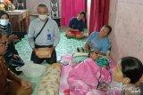 Murid SD ini telah 3 bulan derita tumor di kaki, teman-teman dan kepala sekolahnya kumpulkan donasi Rp24 juta