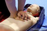 Yang perlu dilakukan untuk menolong penderita henti jantung