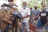 Nelayan di sekitar Danau Singkarak memperoleh bantuan alat tangkap ramah lingkungan