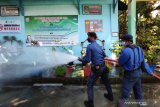 Damkar sterilisasi sekolah di Makassar jelang  pembelajaran tatap muka