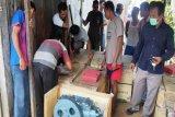 Pemkab Kobar salurkan bantuan belasan mesin kapal ke nelayan