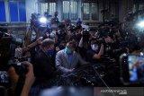 Seorang kolumnis ditangkap, tabloid Apple Daily di Hong Kong berhenti terbit