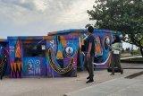 Mural di Pantai Gandoriah Pariaman jadi sasaran perhatian wisatawan milenial