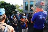 Terjadi kerumunan, Ganjar tertibkan antrean vaksinasi di Semarang