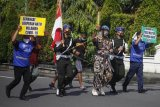 Aksi memperingati HUT Pomad