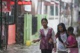 Sumbar hari ini berpotensi diguyur hujan, waspadai gelombang tinggi di Mentawai