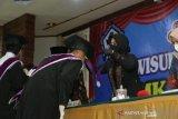 Ini motivasi dan semangat diberikan anggota DPR-RI, Rezka kepada wisudawan SMK Gema Nusantara