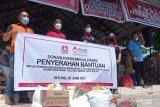 Donasi konsumen Alfamidi bantu korban kebakaran di Kota Bitung