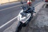 Satu meninggal, sepeda motor salip truk fuso di jalan umum Anjani Lotim