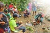 Satgas TNI latih keterampilan warga perbatasan buat bonsai