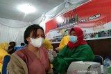 Ribuan masyarakat antusias mengikuti vaksinasi massal Polres Kendari