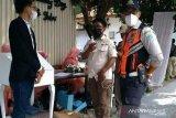 Satpol PP bubarkan resepsi pernikahan di Tegal Parang  Jaksel