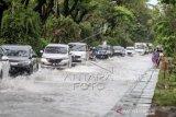 Akses Jalan Di Bandara Tergenang Banjir