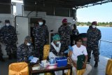 TNI AL kerahkan KAL Tedong Selar melakukan vaksinasi bagi nelayan
